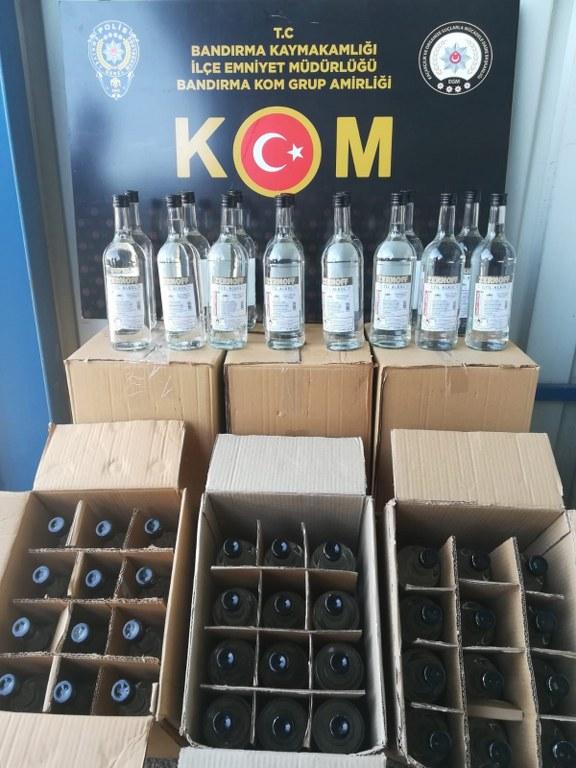 Bandırma'da kaçak tütün ve içki operasyonu