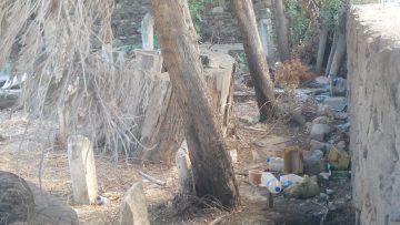 Erdek'te bulunan tarihi mezarlık ilgi bekliyor.