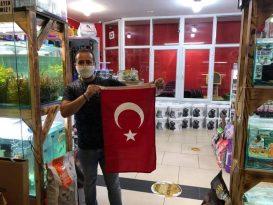 BELEDİYE'DEN, ESNAFA TÜRK BAYRAK HEDİYESİ