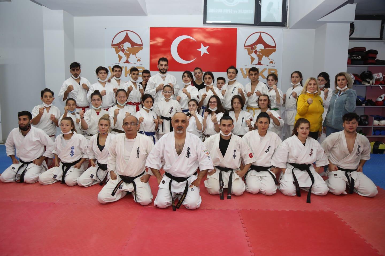 BANDIRMA AKADEMİ'DEN SPORCULARINA SEMİNER