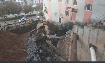 Eken Otel Yanında Bulunan Yaya Merdiveni Çöktü